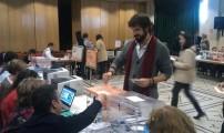 Votando en las elecciones de 2011.